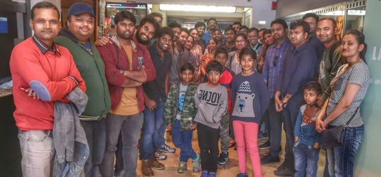 Salida al cine con familias del sur de la India