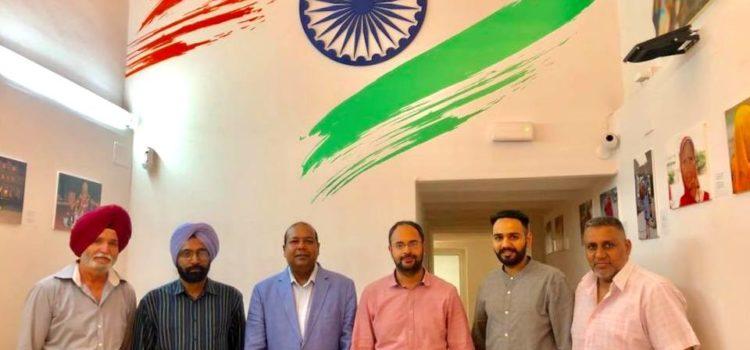 Visita de dirigents del sector del taxi d´origen indi