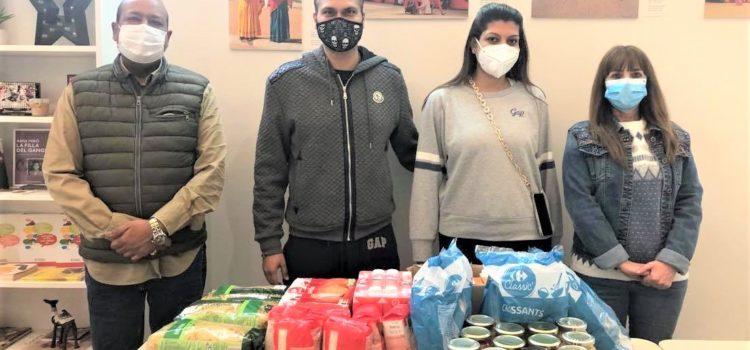 Donación de alimentos de la familia Jhamnani