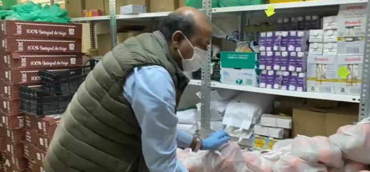 Preparación de las bolsas de alimentos del programa Solidaridad Alimentaria Barcelona
