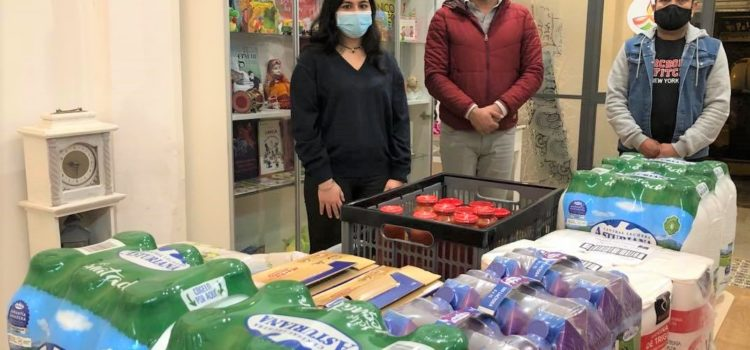 Donación de alimentos de la familia Sandarangani