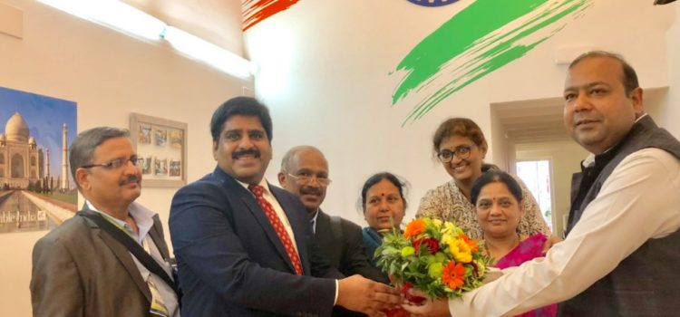 A delegation of Doctors from India, participants in the ESHRE, visit ICC
