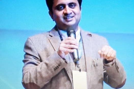 Kandarp Mehta en el programa de poesía «Sarau de Poesia» de Calafell Radio