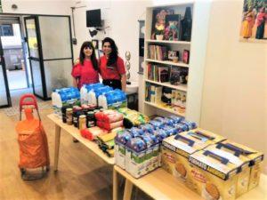 Donació d´aliments de la família Sandarangani